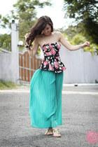 black Runway Dreams top - aquamarine Cole Vintage pants