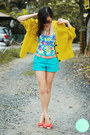 Turquoise-blue-mango-shorts-white-vintage-top