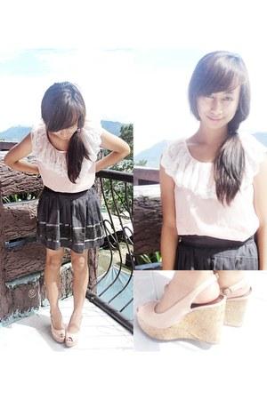charcoal gray Jellybean skirt - light pink Jellybean top - pink So FAB wedges