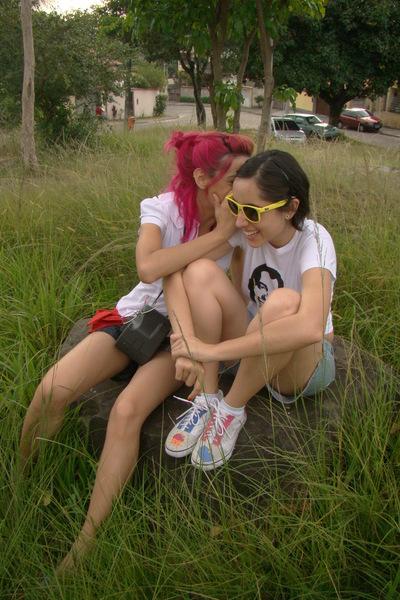 Nina & Clara.