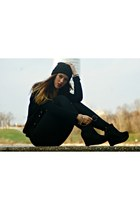 black beanie vintage hat - black leggings - black shirt - black studded cardigan