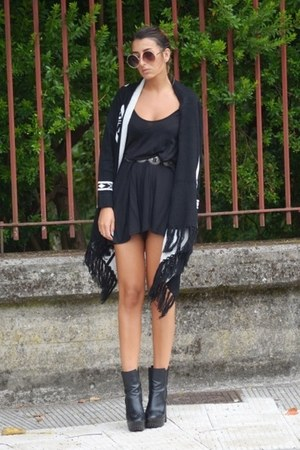 black romwe cardigan