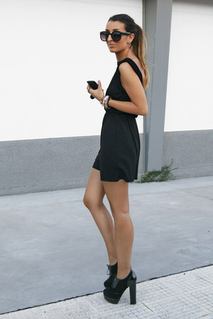 black vivian Fox House shoes - black Zara dress