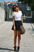 white Lo and Chlo top