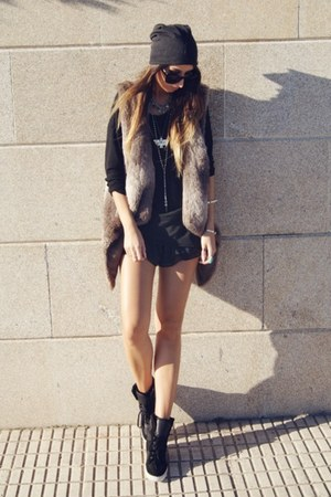 brown Zara vest - black romwe shorts - black asos sneakers