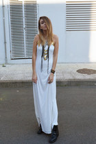 white Fox House dress - black necklace Love and leather accessories
