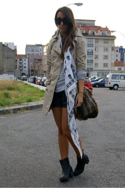 ivory skull McQueen scarf - black H&M boots - camel trench Stradivarius coat