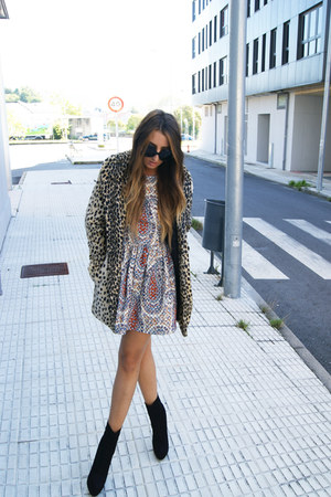 carrot orange leopard print asos coat - black aura asos boots