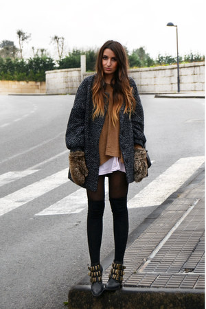 black Jeffrey Campbell shoes - camel romwe sweater