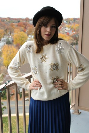 cream snowflakes vintage sweater - black lace-up booties Dolce Vita boots
