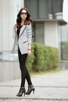 black jeans - blazer - black shirt - black heels
