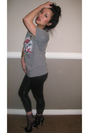black Forever21 leggings - gray Marc Jacobs t-shirt - red mac accessories - blac