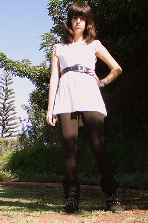 black studded journeys boots - black tights - black belt - white lace collar For