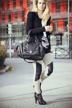 black H&M shirt - beige H&M leggings - black Bershka blazer