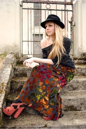 light orange Carvela shoes - black trilby vintage hat - black crochet Qucksilver