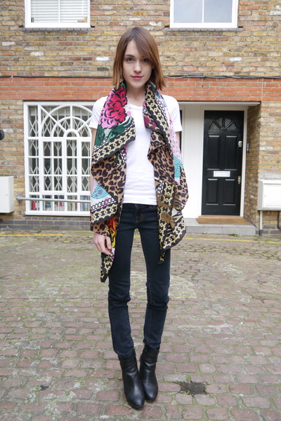 Louis Vuitton scarf - Massimo Dutti boots - J Brand jeans