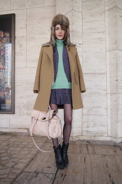 Theory shorts - SANDRO coat - Maje hat - Mulberry bag - Mulberry bag