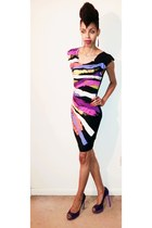 black dress - purple color block pumps