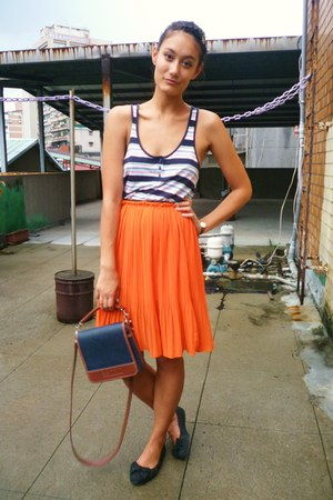 carrot orange pleated skirt - forest green Esprit bag - black Gap vest