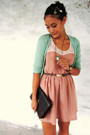 light pink dress - dark brown vintage purse - tawny leopard print belt