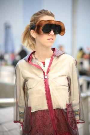 6d3e3ef3c5 bronze fur Natasha Morgan sunglasses - ruby red AnnieP dress