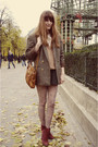 Red-boots-black-h-m-shorts-brown-blazer-brown-bag