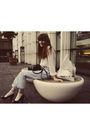 Blue-chie-mihara-shoes-blue-levis-jeans-white-shirt-black-purse