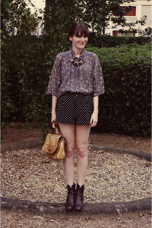 vintage boots - thrifted shirt - vintage purse - H&M shorts