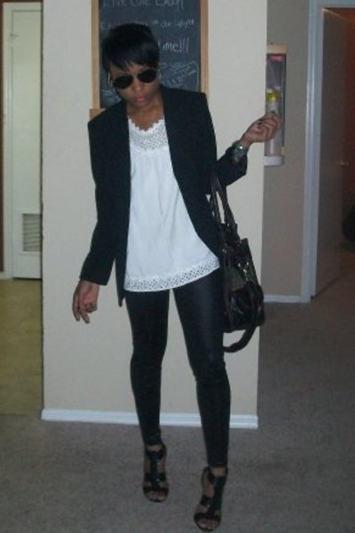 http://images0.chictopia.com/photos/LadyRain/1667052499/black-shoes-black-leggings-white-shirt-black-blazer_400.jpg