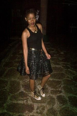 black vest - tulle skirt - converse sneakers