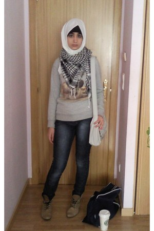 light brown boots - black coton scarf - silver bag - silver coton pull&bear jump