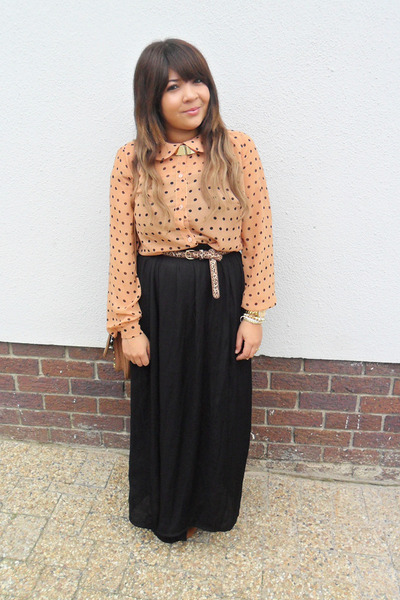Black long skirt and blouse – Modern skirts blog for you