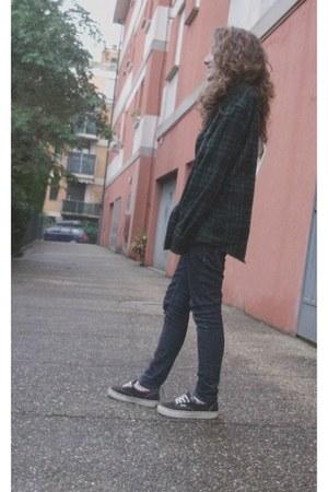 black era Vans shoes - navy skinny pull&bear jeans