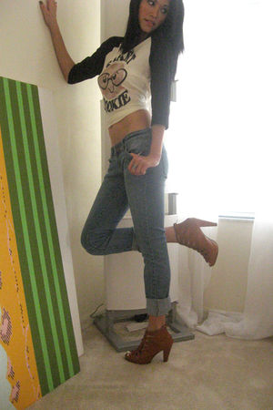 beige Forever 21 t-shirt - blue Forever 21 jeans - brown Forever 21 shoes