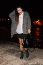 black cinti boots - gray oversize Mango jacket - off white H&M shirt