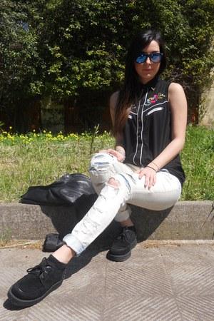 black flower print Primark top - black Primark shoes - light blue Bershka jeans