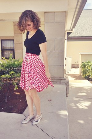 black shirt - ruby red Nishe skirt