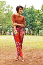 red tribal print Zara pants - tawny short-sleeved Mango sweater