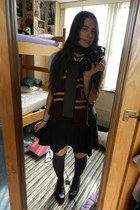 brick red Harry Potter scarf - gray Worthington blouse - black thrifted skirt