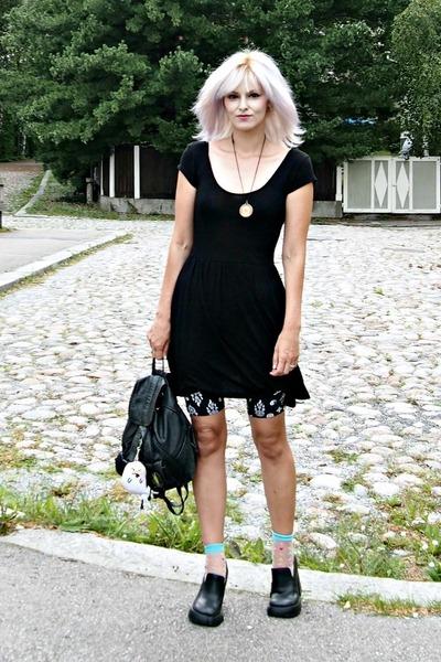 black thrifted dress - black thrifted bag - black Monki shorts