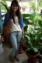 blue cardigan - cream top - dark brown belt - light blue jeans - heather gray sh