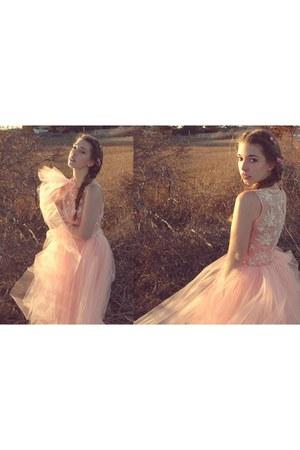 nude 2hand dress