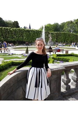 black cotton blouse - full circle skirt - dark glasses