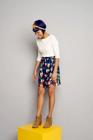 navy floral print Renner skirt - cream chic thrift blouse