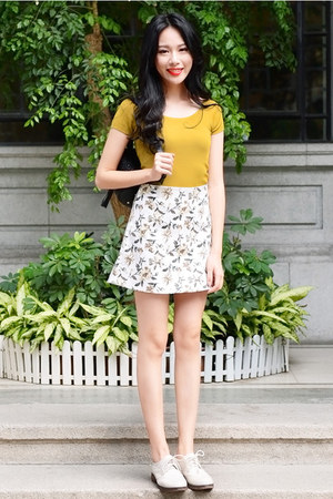 white Larmoni skirt - gold Larmoni top