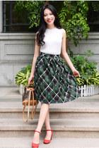 green Larmoni skirt - white Larmoni top