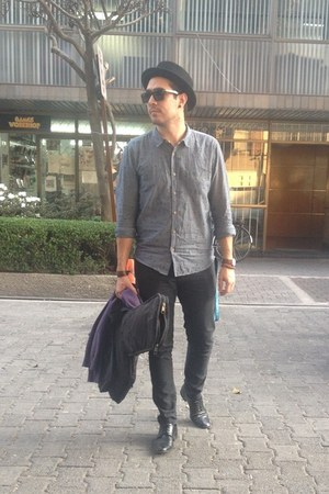 black arena shoes - black H&M hat - periwinkle pull&bear shirt