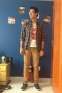 Light-brown-pull-bear-jeans-charcoal-gray-aca-joe-shirt