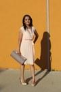 Tan-snake-textured-aldo-bag-peach-pleated-forever-21-dress