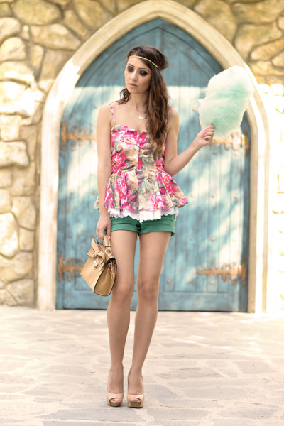 pink Sheinside top - beige OASAP bag - green Mango shorts - beige Bershka pumps